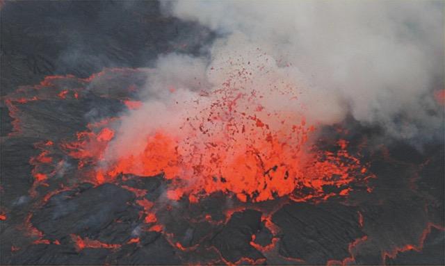 33 Fontaine de lave Nyiragongo