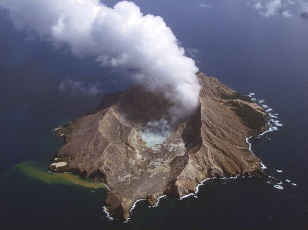 58.Volcan White Island